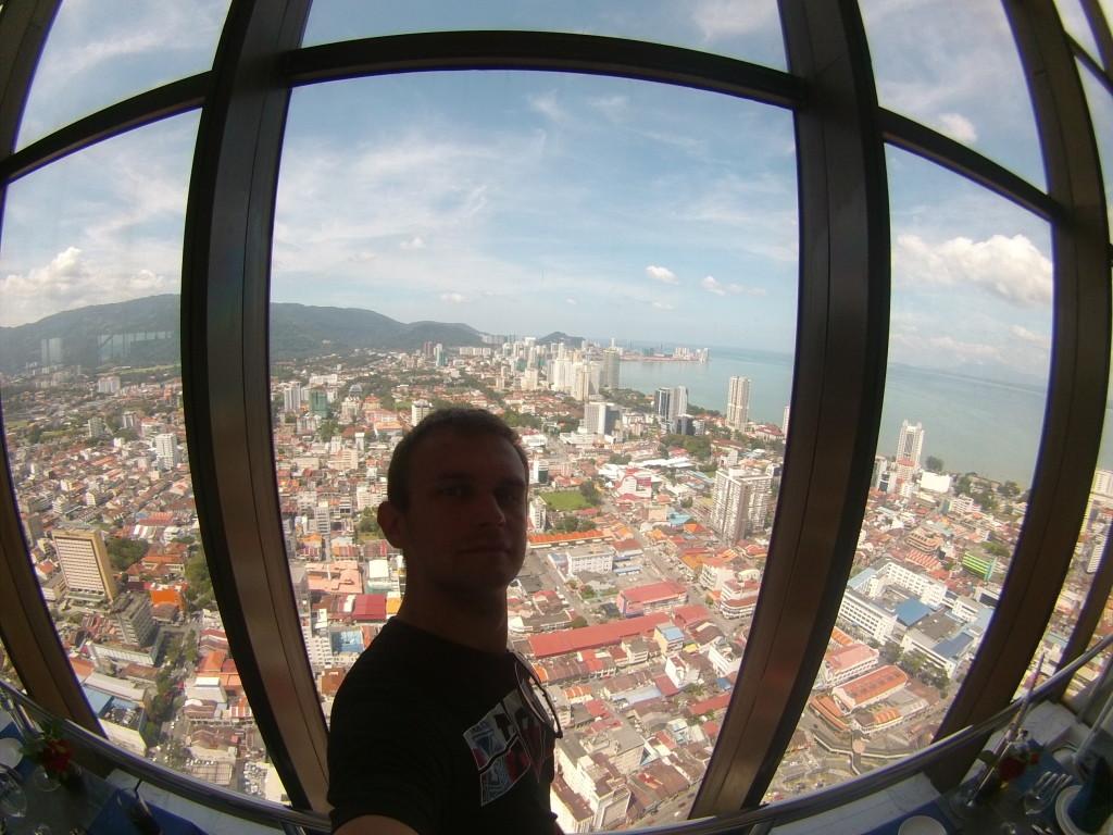 Widok na Georgetown z wieżowca Komtar
