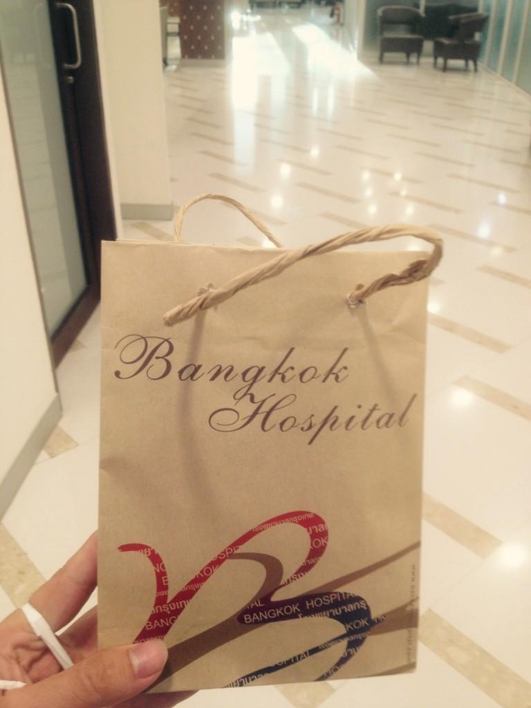 Torebka z lekarstwami - szpital Bangkok w mieście Chiang Mai